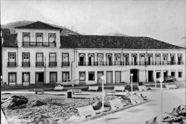 Sobrados antigos e Hotel Brasil na cidade de Bananal (SP) - 1958