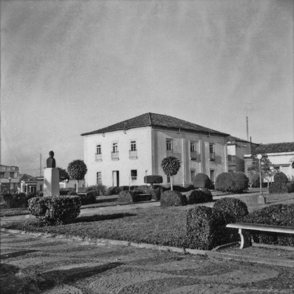 Praça principal de Capivari (SP) - 1957