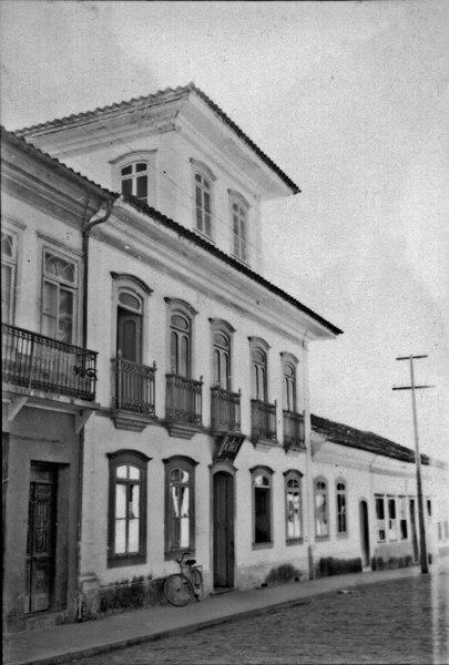 Sobrado antigo (1868) na cidade de Areias (SP) - 1958