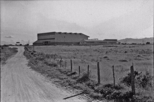 Máquinas Piratininga S/A situada na zona suburbana : Município de Taubaté - 1958