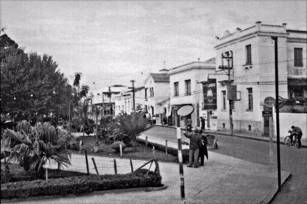 Aspecto parcial da cidade de Mogi das Cruzes : Praça Osvaldo Cruz (SP) - 1958