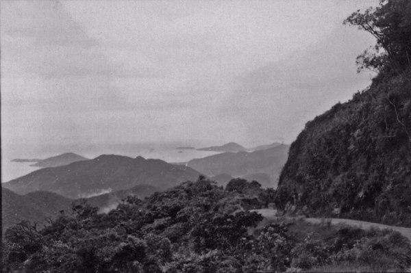 Município de Ubatuba : aspecto do relevo na baía de igual nome (SP) - 1958
