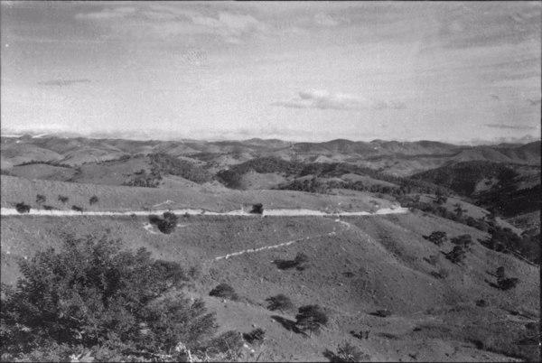 Aspecto do relevo do alto do planalto da Serra do Mar, 750ms de altitude (este relevo foi dissecado pelo Rio Paraibuna) : Município de Paraibuna (SP) - 1958