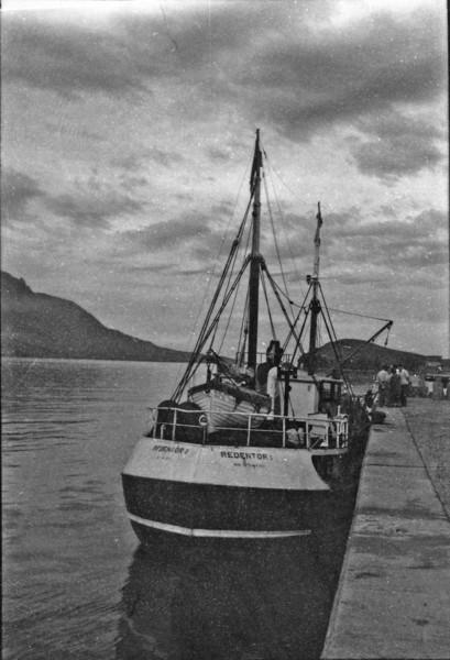 Navio pesqueiro Redentor I, no porto de São Sebastião (SP) - 1958