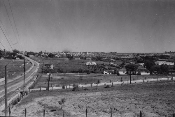 Município de Sorocaba : Aspecto da cidade, tomada de um ponto da Rodovia Tavares Raposo a 580 ms (SP) - 1958