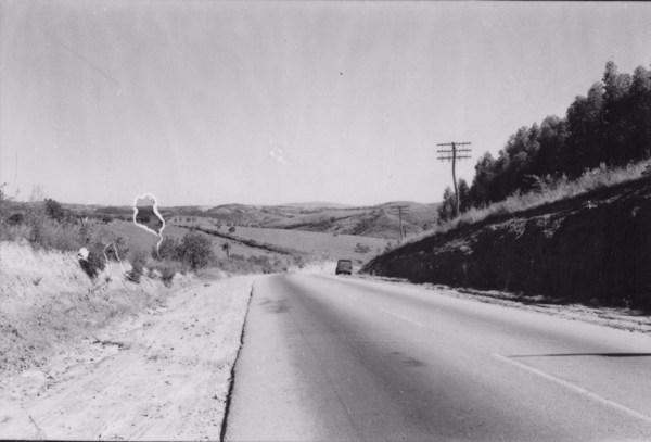 Município de Sorocaba : Aspecto do relevo de 15 Km. ao sul de Sorocaba. Altitude da foto: 690 ms. (SP) - 1958