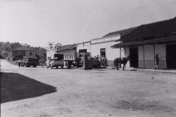 Vila de Sete Barras : localizada à margem esquerda do Iguape, conservando primitivo aspecto (SP) - 1958