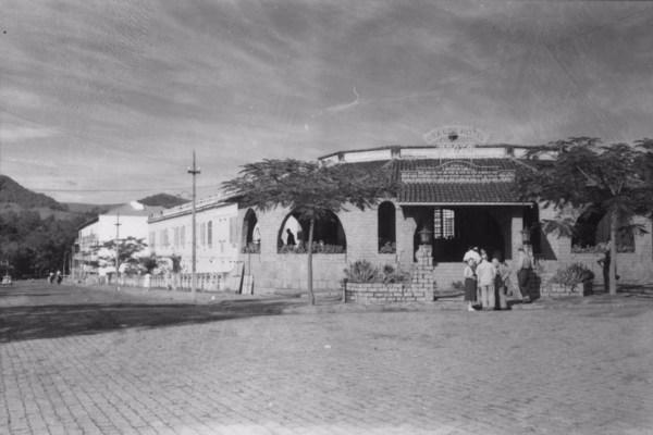 Aspecto do Grande Hotel Prata, o mais suntuoso na estância de Águas da Prata (SP) - 1958