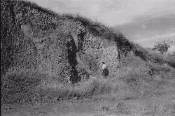 Afloramento eruptivo na estrada para Poços de Caldas no município de Águas da Prata (SP) - 1958