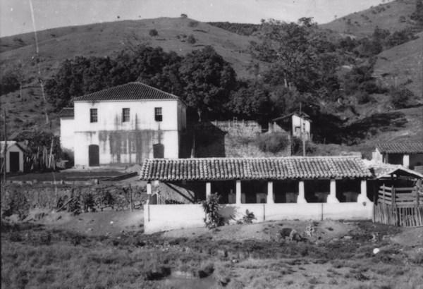 Pequena fazenda de café e criação São João da Barra Mansa : Município de Itapira (SP) - s.d.