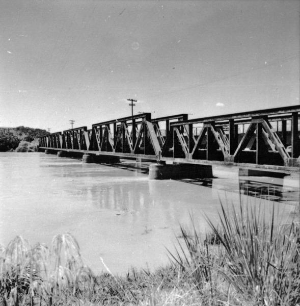 Ponte sobre o Rio Paranapanema : Município de Ourinhos (SP) - 1960