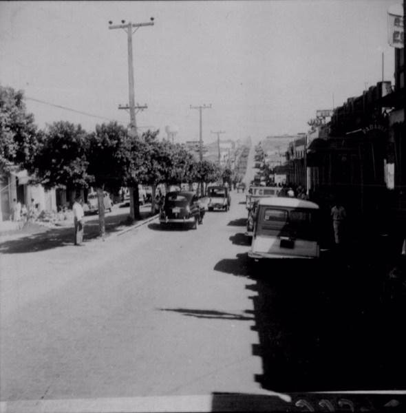 Aspecto da avenida Rio Branco, principal artéria da cidade de Adamantina (SP) - 1960
