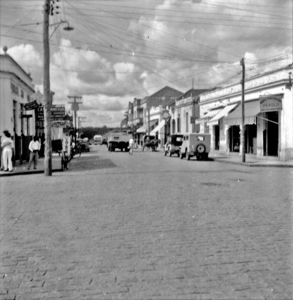 Rua Barão de Rio Branco, uma das principais da cidade : Município de Birigui (SP) - 1960