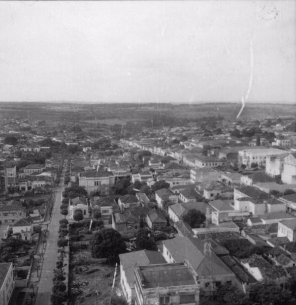 Rua 9 de julho e Gonçalves Dias : Município de Araraquara (SP) - 1960