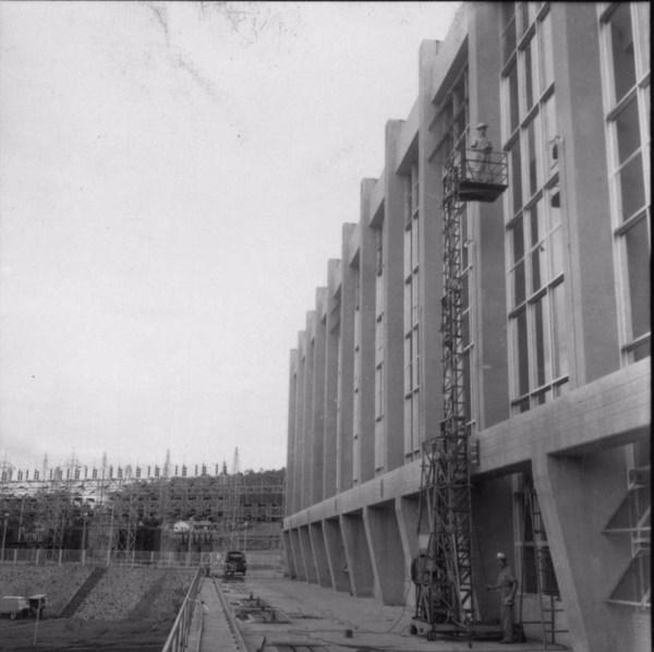 Represa de Salto Grande : vista da usina e das máquinas (SP) - 1960