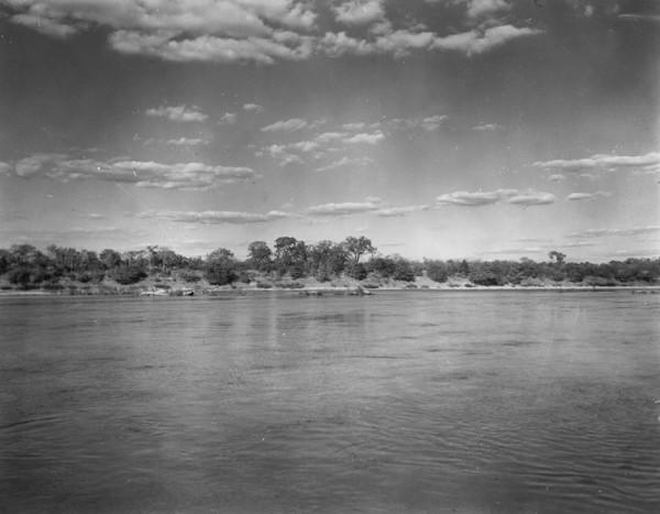 Travessão rochoso no rio Tocantins em Peixe (TO) - 1953
