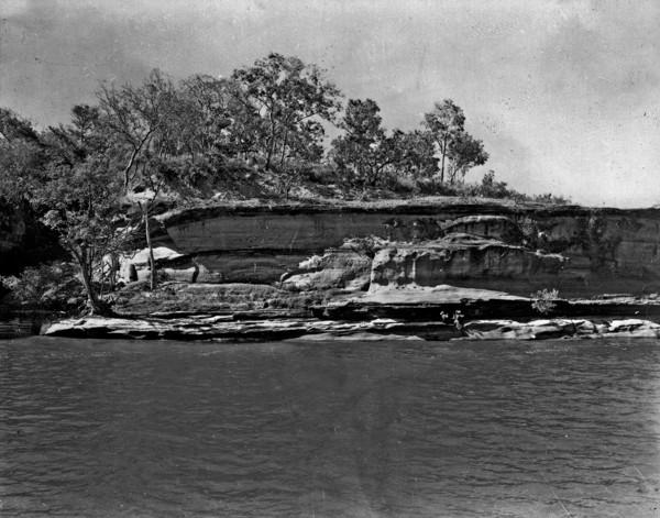 Paredão do Jardim no Rio Tocantins : 24 km de Pedro Afonso (TO) - 1953