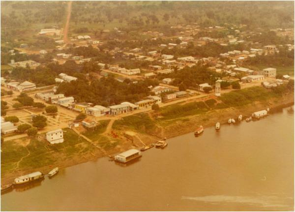 [Rio Preto do Pantaleão : Praça Otaviano de Melo] : vista aérea da cidade : Autazes (AM) - [19--]