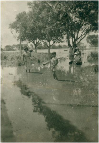 Enchente : Praça Nossa Senhora do Bom Socorro : Barreirinha (AM) - 1953