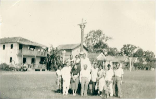 Praça : [chafariz : vista panorâmica da cidade] : Careiro (AM) - 1957
