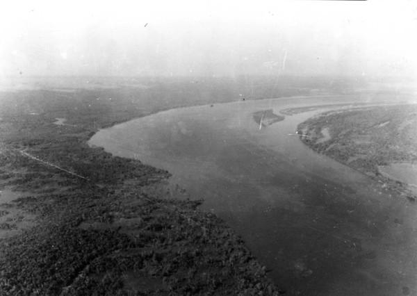 Vista áerea do Rio Amazonas perto de Itacoatiara (AM) - 1953