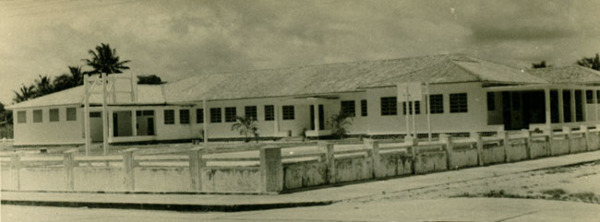 Ginásio municipal : Canavieiras, BA - [19--]