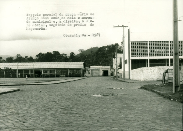 Praça Jário de Araújo Góes : Clube Social de Coaraci : mercado municipal : Coaraci, BA - 1967