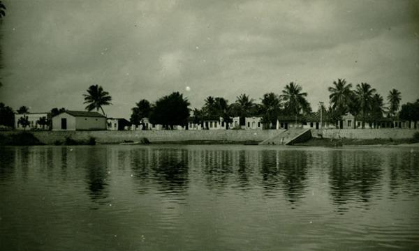 Rio Itapicuru : vista parcial da cidade : Conde, BA - 1957