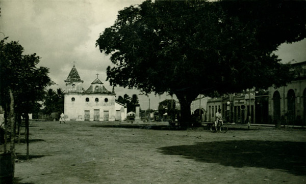 Praça Severiano Lima : Igreja de Senhor do Bonfim : Conde, BA - 1957