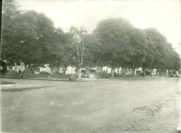 Praça Manoel Teixeira de Freitas : Conceição do Jacuípe, BA - [19--]