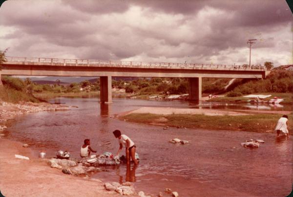 Ponte sobre o Rio Sincorá : Contendas do Sincorá, BA - [19--]