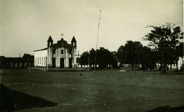 Praça da Bandeira : Igreja Santa Cruz : Cotegipe, BA - 1957