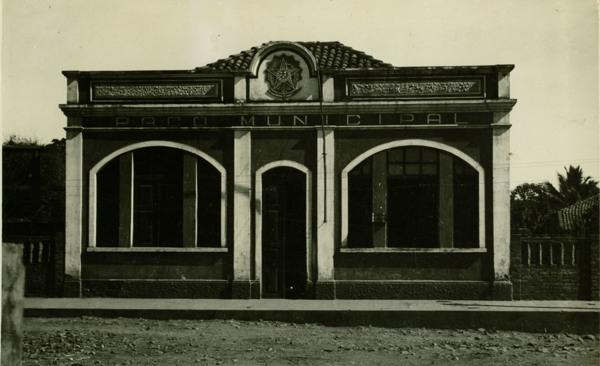 Paço Municipal e agência municipal de estatística : Cotegipe, BA - 1957