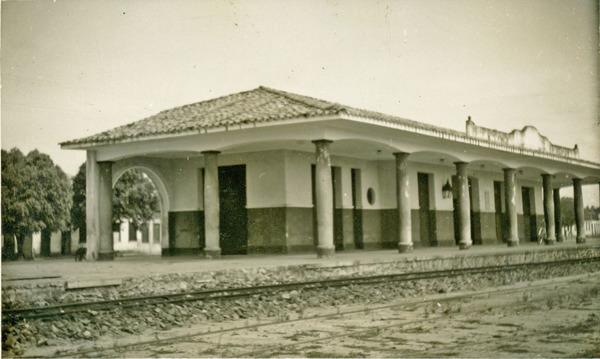 Gare da V. F. F Leste Brasileiro : Esplanada, BA - 1957