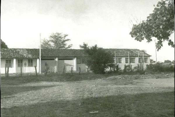 Centro Educacional Cenecista Professora Rosita Teixeira : Formosa do Rio Preto, BA - [19--]