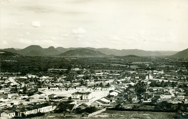 Vista panorâmica da cidade : Guanambi, BA - 1957