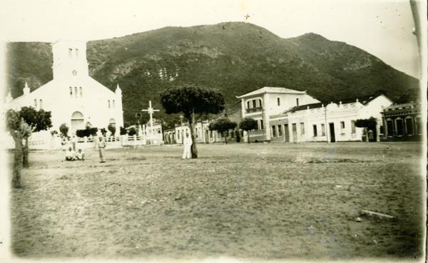 Praça Monsenhor Berenguer : Igreja Matriz Coração de Jesus : Monte Santo, BA - [19--]