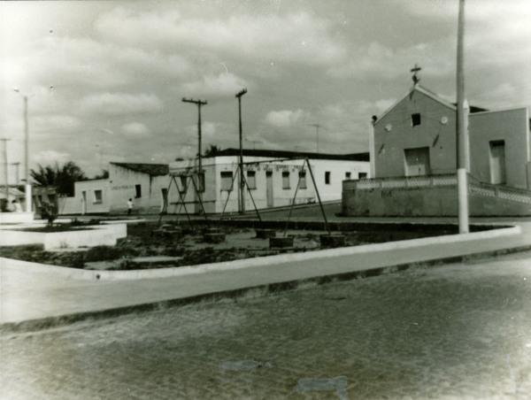 Praça Santo Antônio : Igreja de Santo Antônio : Delegacia de Polícia : Cadeia Pública : Itaju do Colônia, BA - [19--]