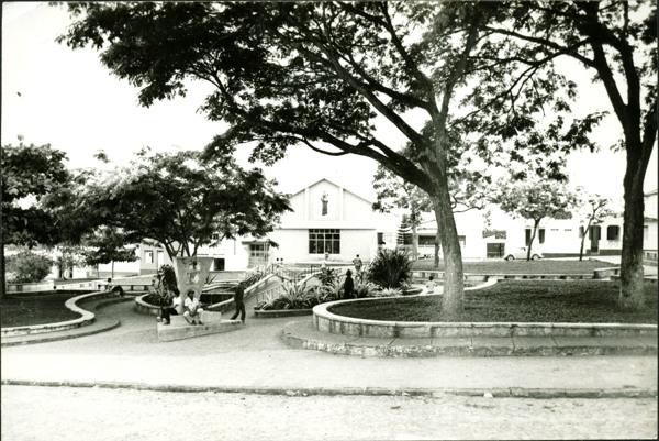 Praça Castro Alves : Igreja Matriz de Santo Antônio : Itororó, BA - [19--]