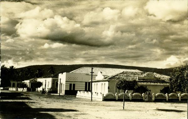 Praça Castro Alves : Posto de puericultura : Ituaçu, BA - 1957