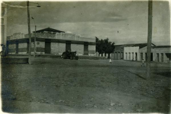 Praça Monsenhor Gaitto : Mercado municipal : Nova Soure, BA - [19--]