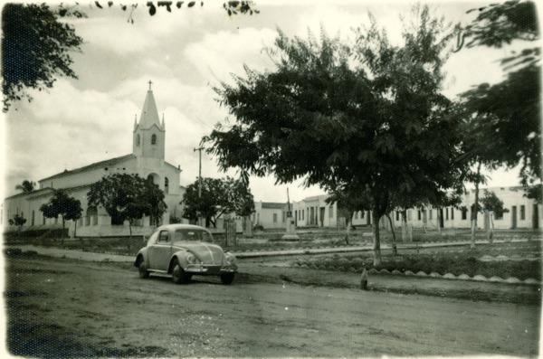 Praça Nossa Senhora da Conceição : Igreja Nossa Senhora da Conceição : Nova Soure, BA - [19--]