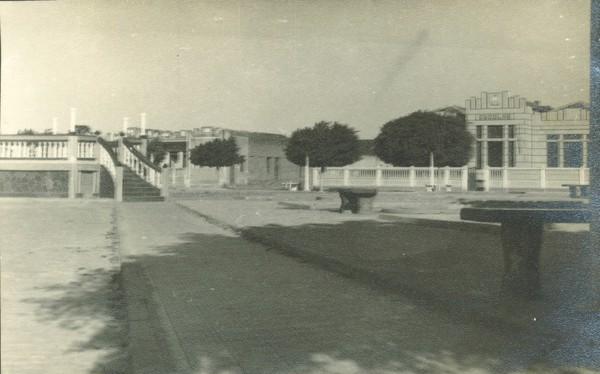 Praça Duque de Caxias : Grupo Escolar Getúlio Vargas : Remanso, BA - [19--]