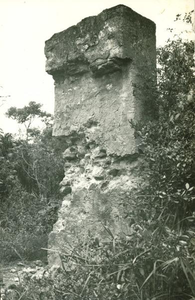 Ruínas da Igreja [de São Francisco de Assis do Outeiro da Glória] : Porto Seguro, BA - 1957