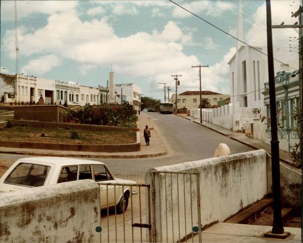 Praça Dr. Claudionor Batista de Oliveira : Igreja Batista : Ruy Barbosa, BA - [19--]