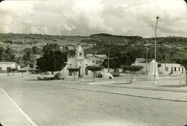 Praça Pedro Batista : Igreja de São Pedro : Santa Brígida, BA - [19--]