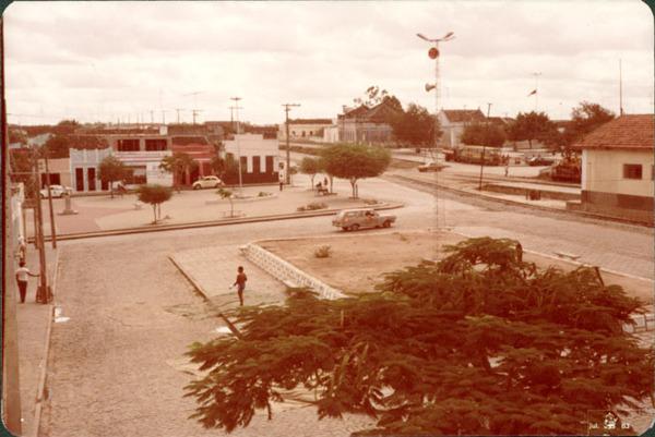 Praça Ezequiel Cardoso Costa : Santaluz, BA - 1983