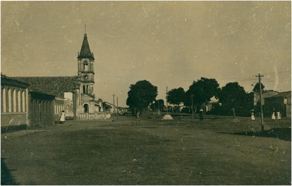 Rua Castro Alves : Igreja Matriz : Santa Rita de Cássia, BA - 1957