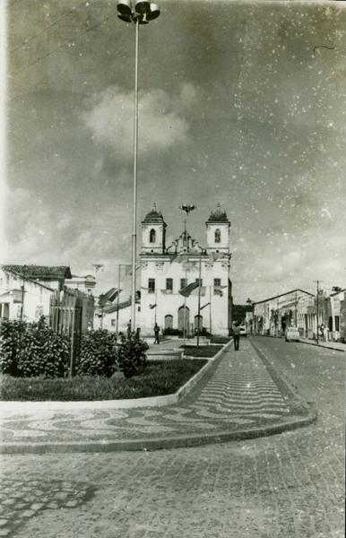 Praça Comendador Sampaio : Igreja Matriz Nossa Senhora do Rosário : Rua Padre Lobo : Santo Amaro, BA - [19--]