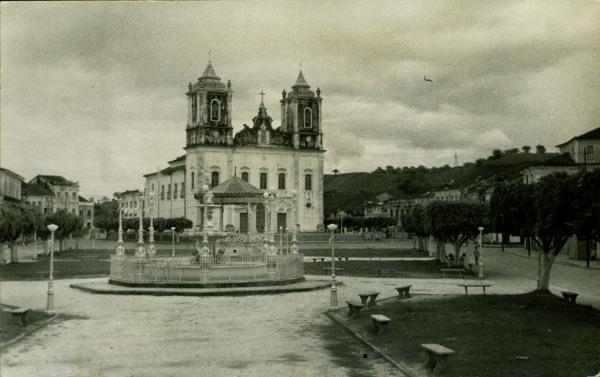 Praça da Purificação : Igreja Matriz Nossa Senhora da Purificação : Santo Amaro, BA - 1957